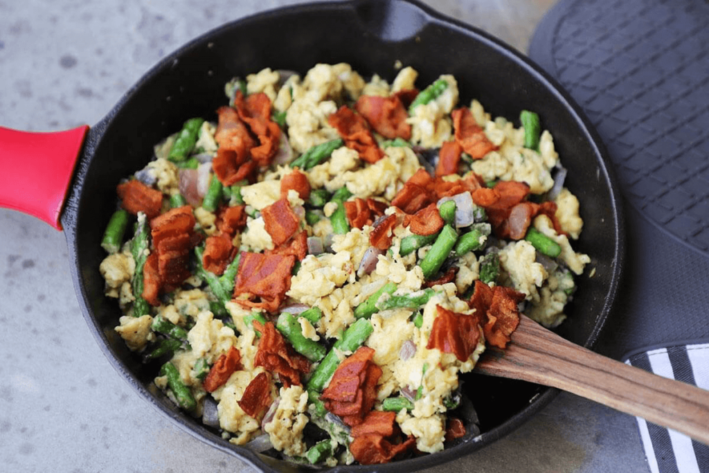 bacon egg veggie scramble